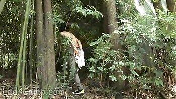Outdoor twerking vlogs
