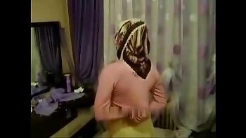 Hottie Fucks Her Arab Bed