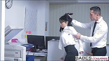 Naked office boss pounds on a large wang